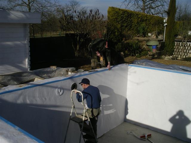 Vespa la construction de son nouveau bassin de jardin la for Bache bassin verte