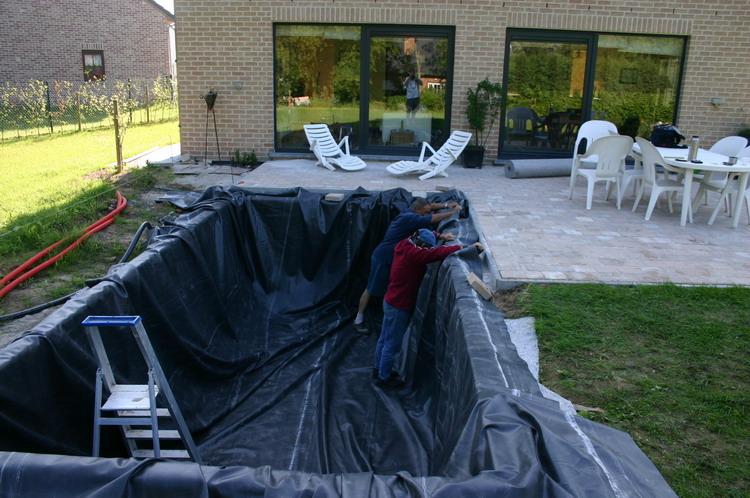 Le bassin a ko de mon voisin 1 for Piscine en bache epdm