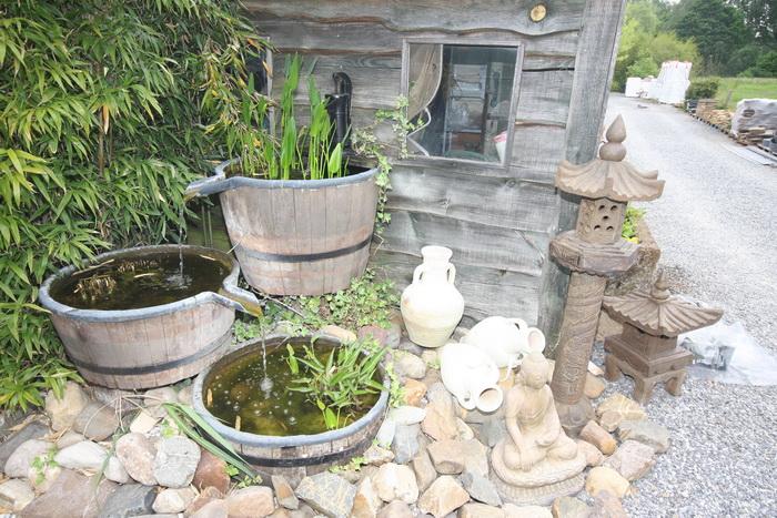 Miroir d 39 eau aqualife la d coration du bassin de jardin et les fontaines - Decoration de bassin ...