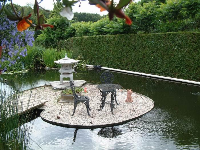 Bassin de jardin avec ilot bassin de jardin for Tonneau decoration jardin